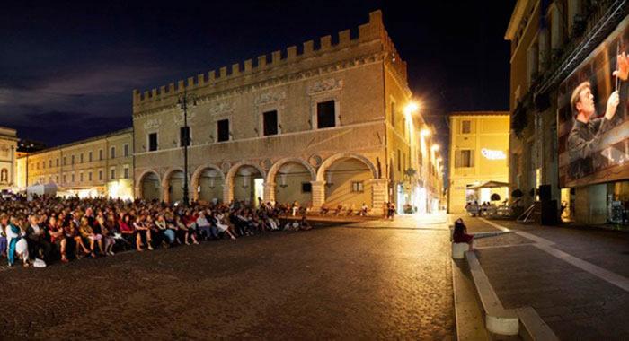 Rossini-Opera-Festival-Piazza